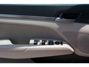 2017 Hyundai Elantra - Image 10