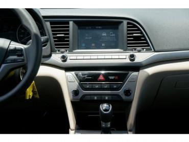 2017 Hyundai Elantra - Image 18