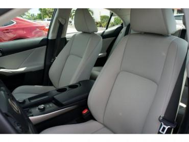2015 Lexus IS - Image 13