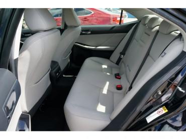 2015 Lexus IS - Image 16